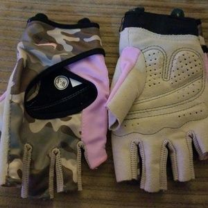 Nike Camouflage Work out gloves (Sm)
